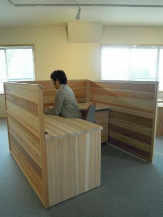 間伐材によるオフィス家具